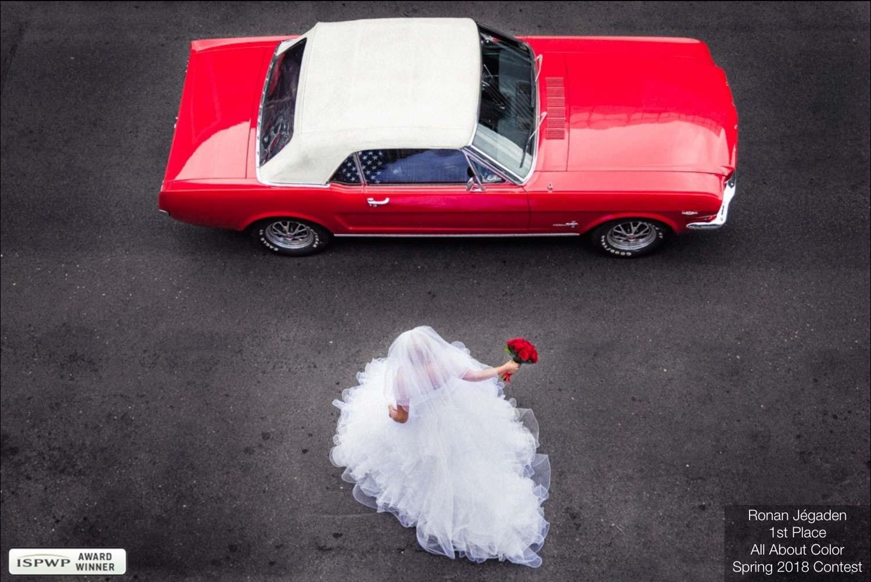 mariée montant dans sa voiture
